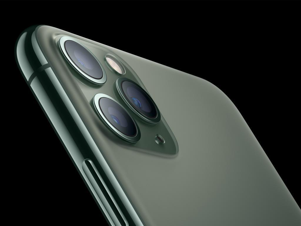Sales Boost Apple, Keep Sell-Side Bullish