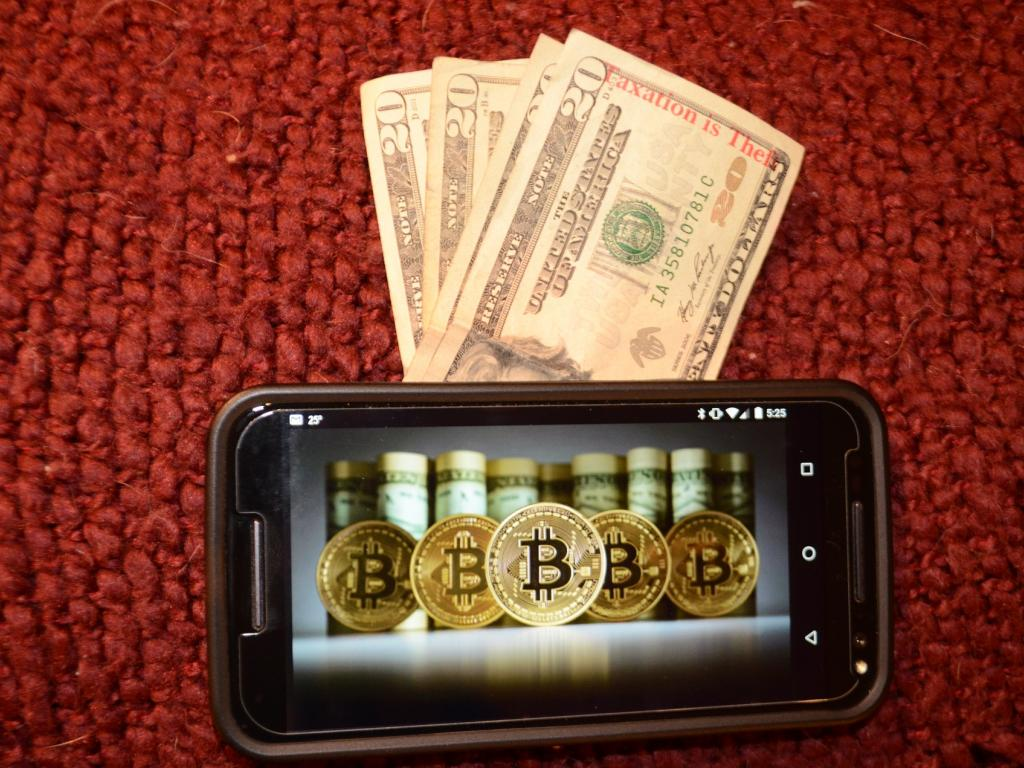 what is the difference between cryptocurrency and digital currency