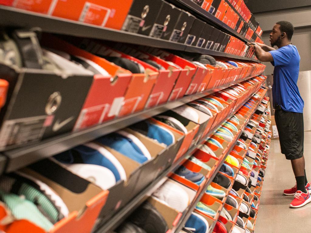 Desventaja ir al trabajo dividendo  Nike Trades Higher After Big Q1 Earnings Beat