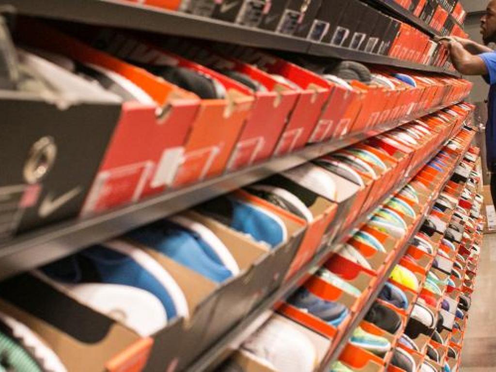 Colega Accesible Intermedio  Adidas' Gain Is Nike And Under Armour's Pain In Foot Locker Online Sales