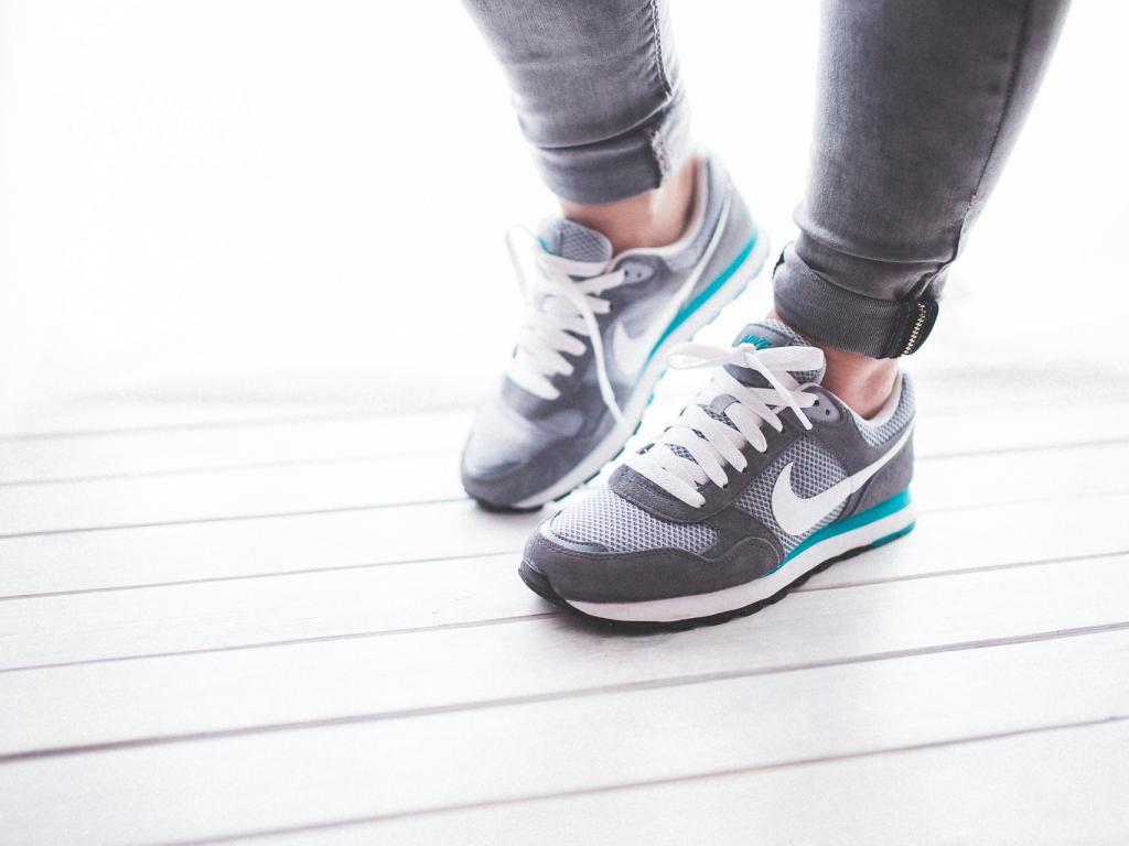 nike md runner 2 on feet