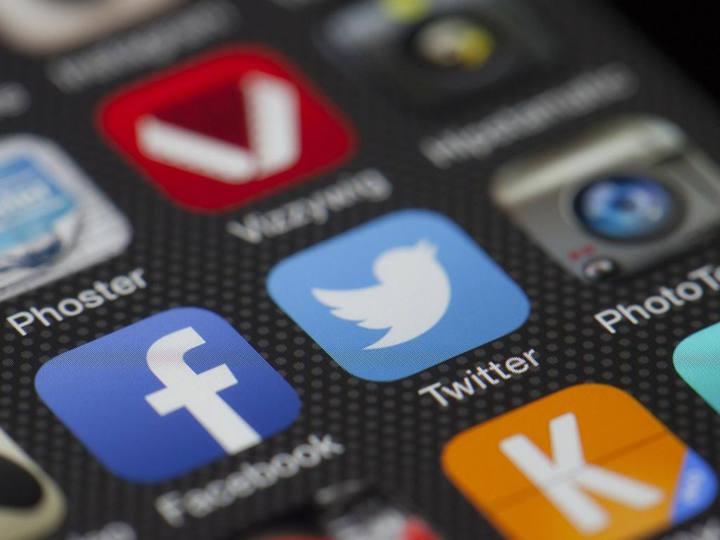 How To Promote Your Business On Facebook And Twitter