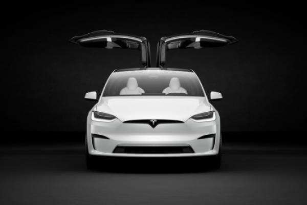 Tesla Finally Begins Refresh Model X Deliveries