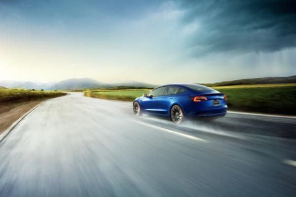 Elon Musk: Self-Driving Cars Will Reverse Away From Danger