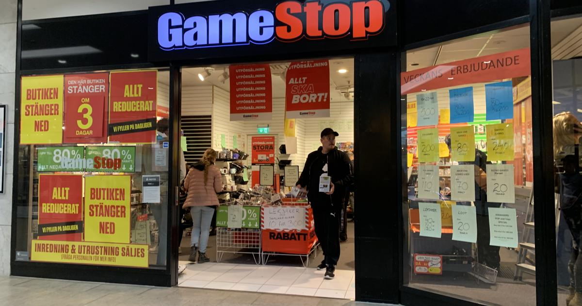 Robinhood Lifts Buy Restrictions on GameStop, AMC As Stocks Tank - Benzinga