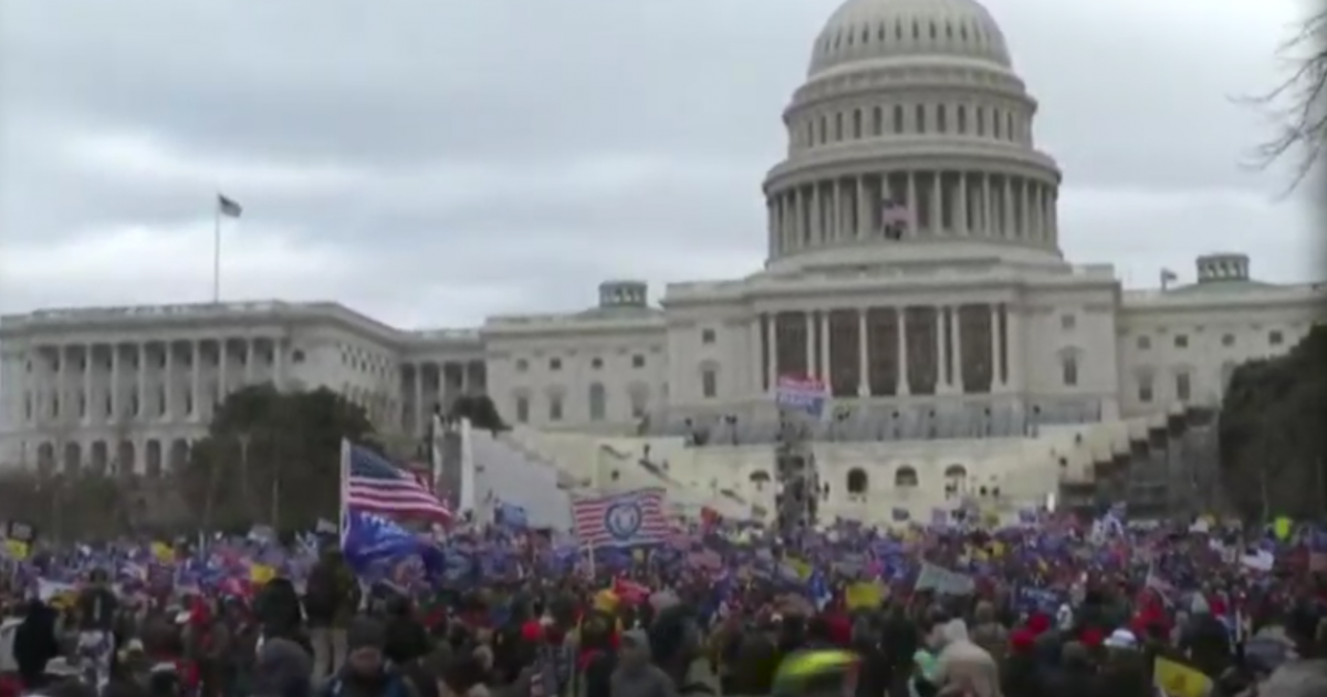 Image of article 'Washington DC Descends Into Anarchy As Trump Supporters Storm US Capitol, Delay Electoral College Vote Count'