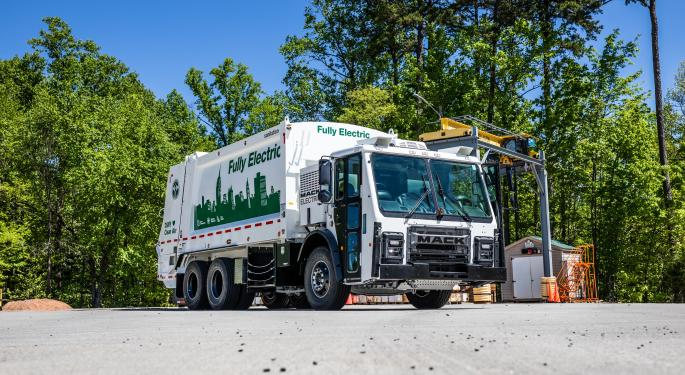 Mack Will Sell Electric Garbage Trucks In 2021