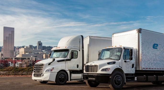 Daimler Trucks Sees Higher Orders But Lower Q3 Sales And Earnings