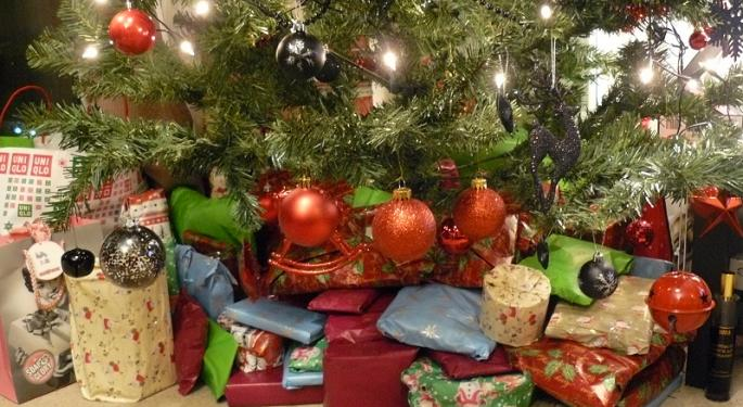 5 Holiday Gift Ideas That Will Help, Not Hinder, Family Budgeting