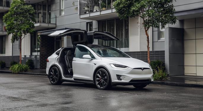 Tesla Vehicle Runs Into Stop Sign After 'Stoned' Owner Uses Smart Summon