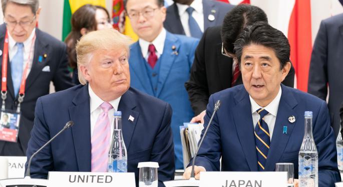 Las acciones de Japón caen y el yen se fortalece