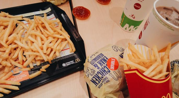 McDonald's Advises Franchisees Of Bag Supply Shortage, Encourages Use Of Trays