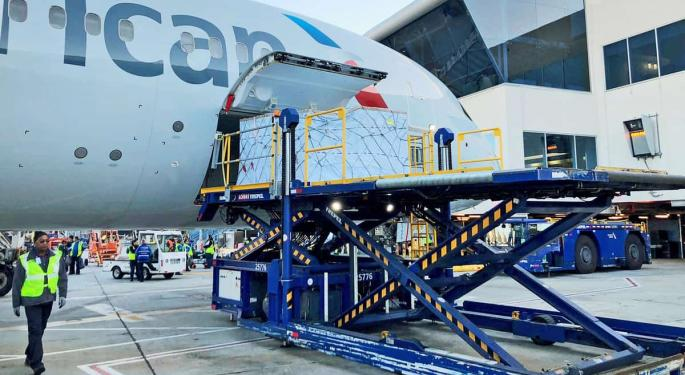 American Airlines, Delta Prioritize Supply Of Cargo Space