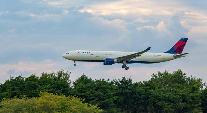 Delta, United Extend Loyalty Memberships For Another Year As Coronavirus Pummels Airlines
