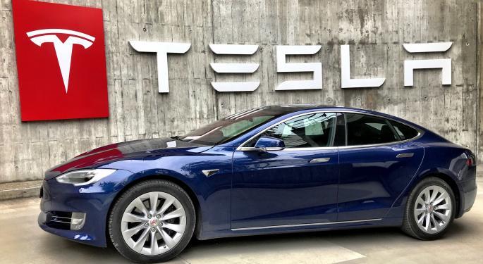 Cathie Wood compra 71M$ en Tesla, que cotiza a la baja