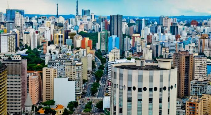 Brazilian Real Hits Its Lowest Point Since 2002; Rousseff Assures Fiscal Deficit Is 'Temporary'