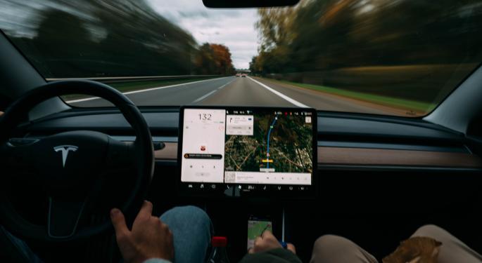 Tuits de Musk exageran la realidad del software FSD de Tesla