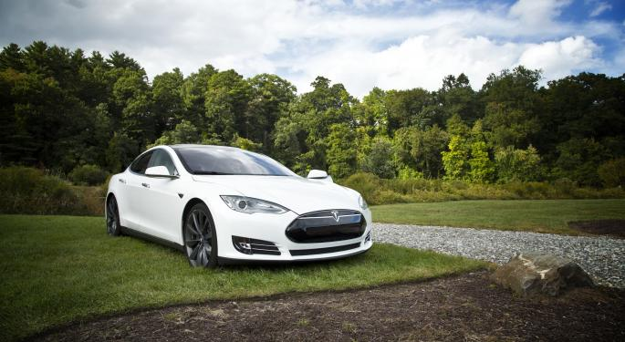 Pivotal Checkpoint: The Bull And Bear Sentiment Around Tesla
