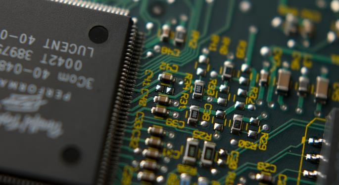 Apple, Chips Stocks Falling Amid Taiwan Semiconductor's Weak Guidance