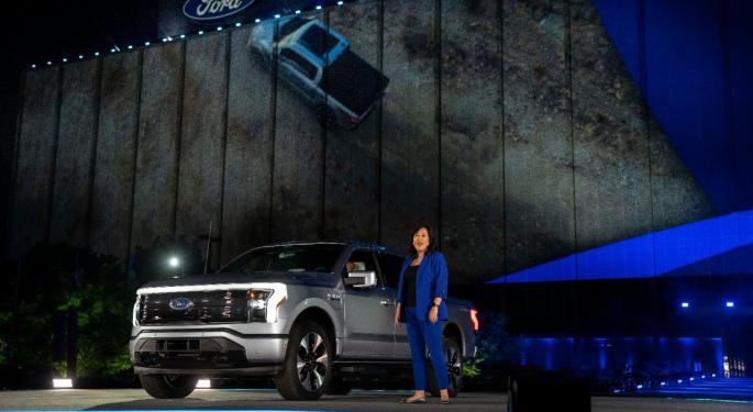 Ford se centra en los coches eléctricos en vez de en los MCI