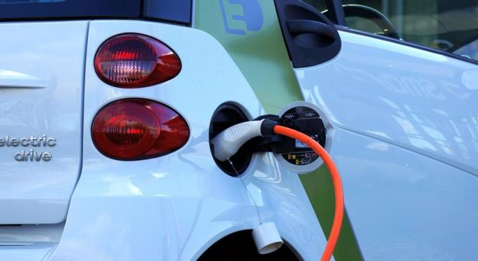Electric Vehicle Registrations Reach New Record in US, With Tesla, GM Leading Way