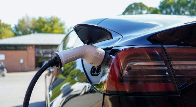 EV Week In Review: Cathie Wood's Big Statement On Tesla, Chip Crunch Scare For Li Auto, Workshorse's Travails Continue, Nio Updates On Norway