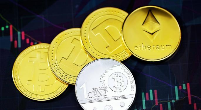 BTC, ETH y DOGE bajan, mientras otras monedas menores suben