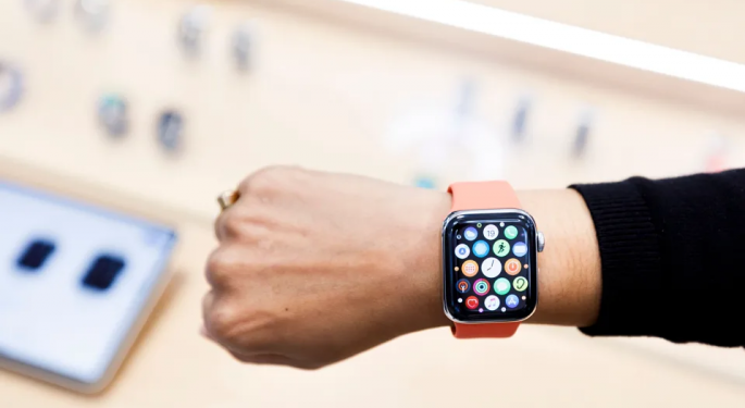 Apple Watch Can Reveal COVID-19 Symptoms