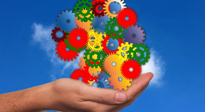 Should Investors Shift Away From 'Old Tech' Legacy Stocks Into Cloud-Based Platforms?
