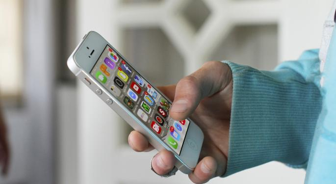 Bernstein's Sacconaghi Tries To Answer Why iPhone Growth Remains 'Stagnant'