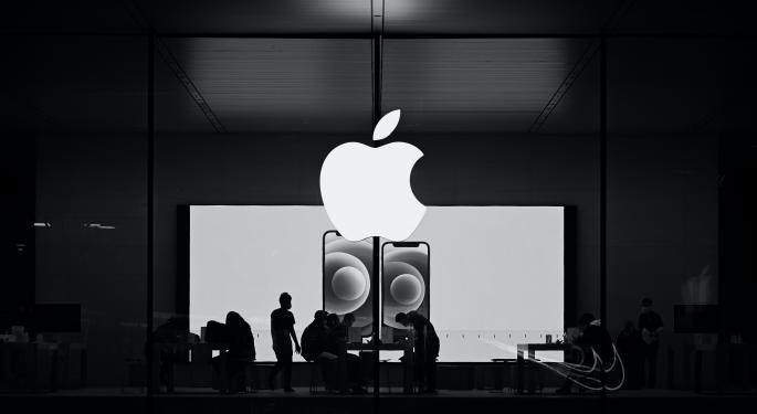 Apple retrasa un mes la vuelta a la oficina de empleados