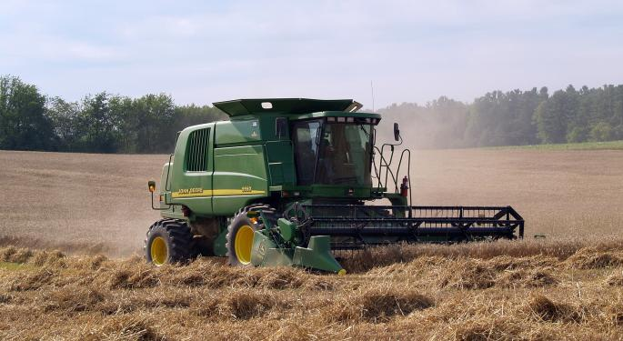 Deere Trades Lower Despite Q4 Sales Beat, Forecasts Drop In Agriculture Sales