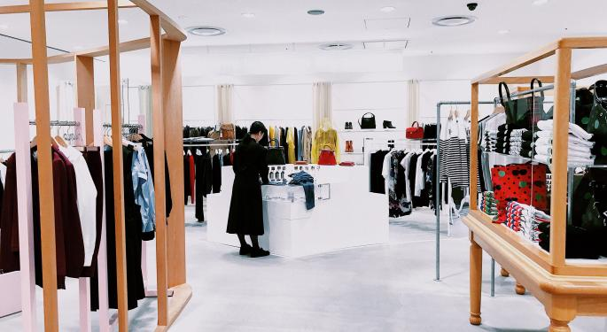 Tuesday's Market Minute: Will Clothing Retailers Measure Up?