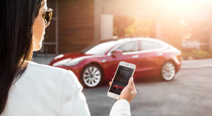 Munster Remains 'Upbeat' On Tesla Despite Model 3 Concerns