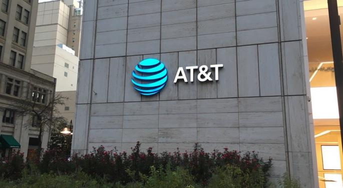 AT&T Trades Down After Mixed Q3 Print, Analyst Says Telecom Has 'Many Plates Spinning In The Air'