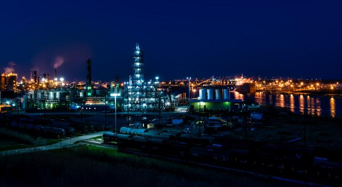 Raymond James Lowers Marathon Price Target On Macro Headwinds, But Says Oil Refiner Well-Positioned