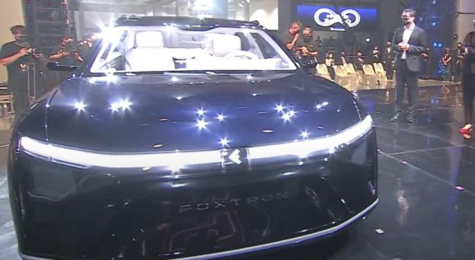 Foxconn, proveedor de Apple, presenta 3 coches eléctricos