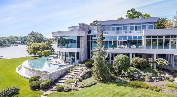 Matthew Stafford Is Selling A 7,700-Square-Foot House With Michigan's Biggest Infinity Pool