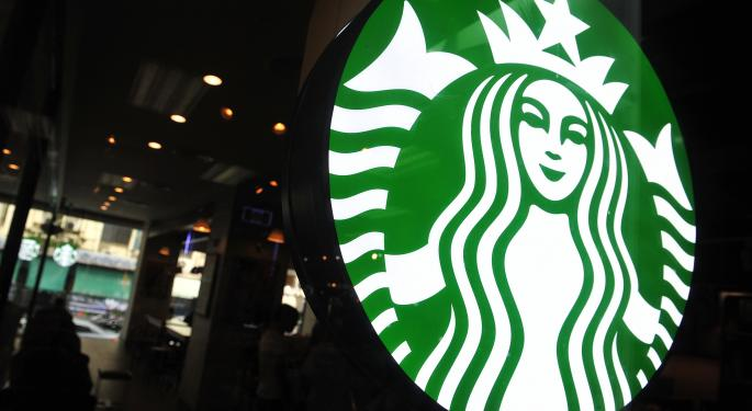 Starbucks Drops 1% After Earnings Beat