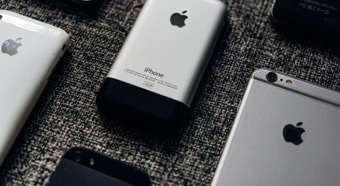 Apple Falls 4% As iPhone Sales Disappoint, But Most FAANG Results, Including Amazon's, Look Firm
