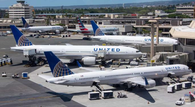 United, Alaska Further Slash Domestic Capacity For April